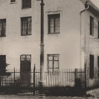 "The first Motherhouse (from 1842 to1854) and  Orphanage in the Warendorfer Street, next to ""Frönd"", here, four young women entered on 03.11.1842 together with twenty poor orphans – the house was destroyed during the 2nd World War."