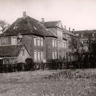 "The fifth Motherhouse the ""Friedrichsburg""– On 26.03.1888 Ferdinand Graf von Galen rented the Friedrichsburg in Münster to the Congregation. From 23.12.1892 to 02.07.1954 it was the General Motherhouse."